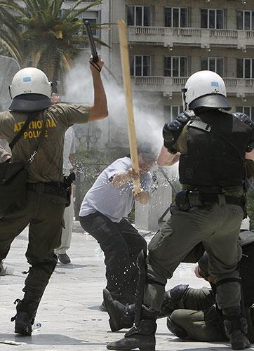A-protester-attacks-polic-004.jpg
