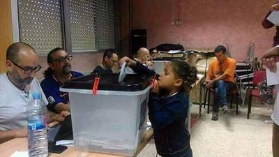 niña votando 2.jpg