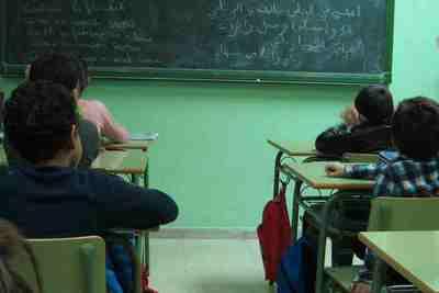 alumnes-musulmans-en-una-aula-fent-classe-darab-5f55ef2dd1b77.jpg