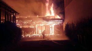 grenoble iglesia en llamas.jpg