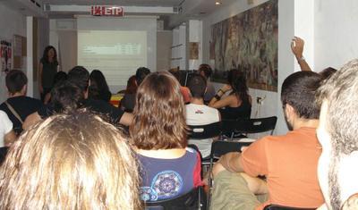 24-09-2010_xerrada_economia_taifa_casal_castello_esquerra_independentista_plana.JPG