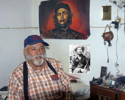 El padre Patillas en su dormitorio. Foto de Carlos de Urabá..png