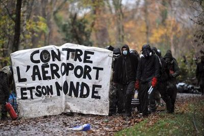 des-opposants-a-l-aeroport-notre-dame-des-landes-manifestent_936998.jpeg