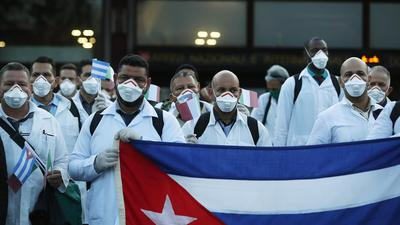 medicos cubanos.jpg
