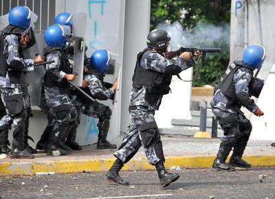 3-manifestacion-deja-protestantes-heridos-y-tropas_imagen_full.jpg