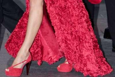 Zapatos rojos de doña Letizia en defensa de la españolidad..jpg