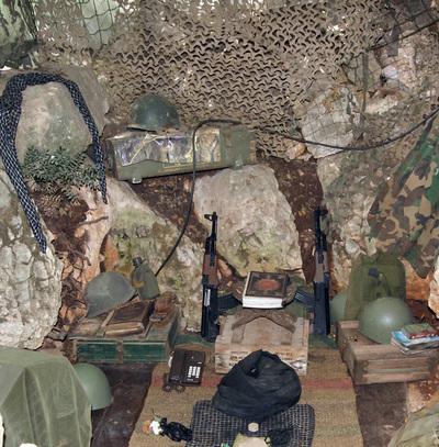 el Corán y el Kalashnikov.JPG