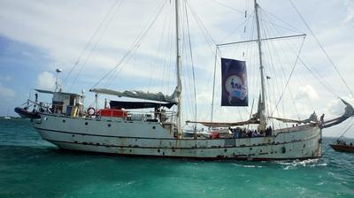 Barco zapatista La Montaña navega por las aguas del mar Caribe rumbo a  Europa. Foto Carlos de Urabá.jpg