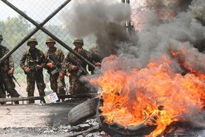 Honduras se levanta contra el golpe.jpg