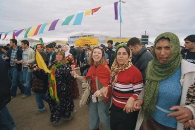 Newroz 2005 ballando.JPG