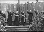 Obispos saludan a Hitler.jpg