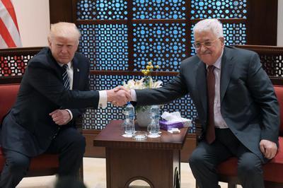 Donald Trump y Abu Mazen.jpg