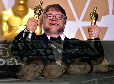 Guillermo del Toro recibe los Oscar..jpg