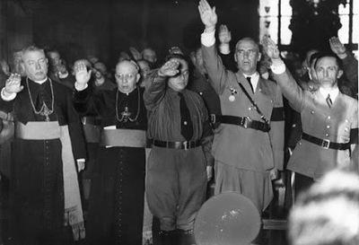 LA IGLESIA Y EL NAZISMO,nazipriestssalutehitler.jpg