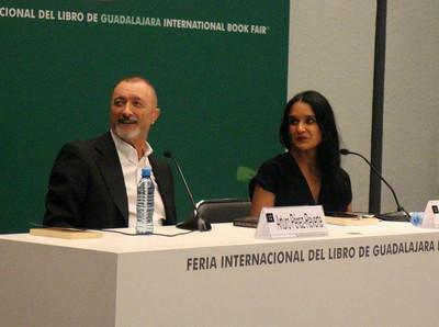 Pérez-Reverte en la FIL Guadalajara. Carlos de Urabá.JPG