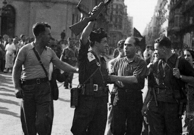 19 Juliol 1936 Joan Garcia Oliver celebra l'èxit anarquista contra l'aixecament feixista.jpg