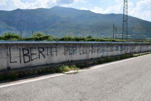 Volano-Incendiato-ripetitore-scritte-di-solidarietà-con-anarchici-Scripta-manent-300x200.jpg