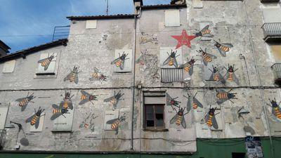 cat-abejas-construyen-independencia-loquesomos.jpg