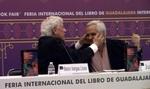 Vargas llosa y Juán Cruz. FIL Guadalajara. Foto 2 Carlos de Urabá.jpg