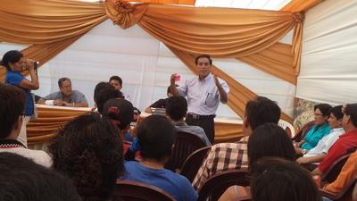 Lucio Principe Expone ante Auditorio de Paucas en Lima.jpg