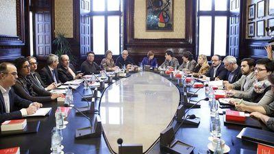 Mesa-Parlament-creacion-ponencias-desconexion_EDIIMA20160308_0509_4.jpg