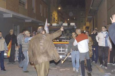 Navarropsicopataburrianaparemoselfascismoentre24personascontra200bien armadas y respaldadasporpolicias.jpg