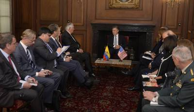 Visita del secretario de estado a Colombia.jpg
