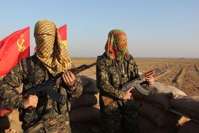 espanoles-luchando-contra-el-estado-islamico-en-siria-456-body-image-1422531204.jpg
