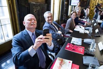 john-hoffman-consejero-delegado-gsma-fotografia-los-fotografos-tras-ratificacion-candidatura-mobile-por-parte-colau-1436468325297.jpg