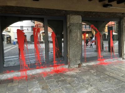 saboteada-tienda-peletera-en-italia.3.jpg