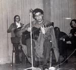 León en un concierto sobre folklore chileno en Santiago 1970.JPG