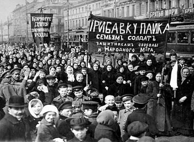 9.-Manifestantesen-la-revolución-de-febrero-de-1917.jpg