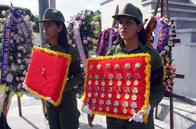 Condecoraciones de Pombo a lo largo de su vida militar. Foto Carlos de Urabá..JPG