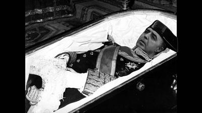 General Rodríguez Galindo en su feretro. Diseño Yuma..jpg