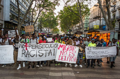 Manifestacion-persecucion-Barcelona-ENRIC-CATALA_EDIIMA20150812_0003_5.jpg