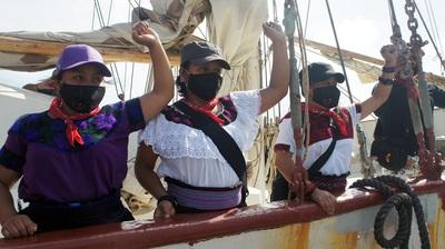comandantas del la expedición zapatista Travesía por la Vida a bordo de la Montaña. Isla Mujeres-México-Foto Carlos de Urabá.jpg
