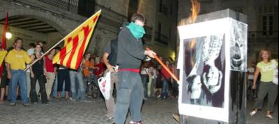 quemar fotos del rei.png